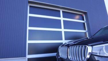 オーバードアの半透明パネルは、99%紫外線カット